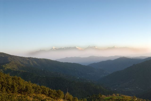 1024px-Mukteshwar,_a_view_of_the_Himalayas